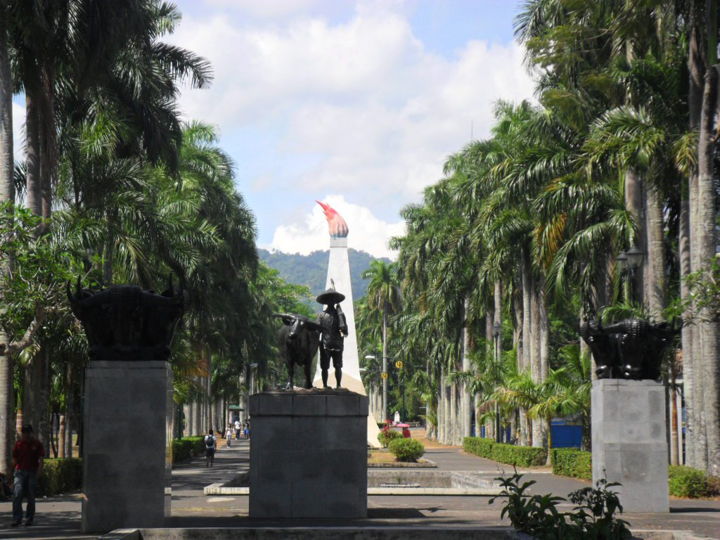 Pagkuwestiyon sa Proximity at Inverted Pyramid: Ang Media at UP Los